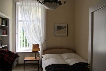 Ruhige Wohnung für 2 in Hietzinger Villenviertel