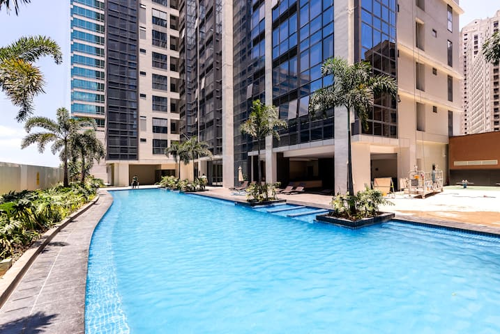 Biggest Pool in Eastwood City. FREE OF CHARGE