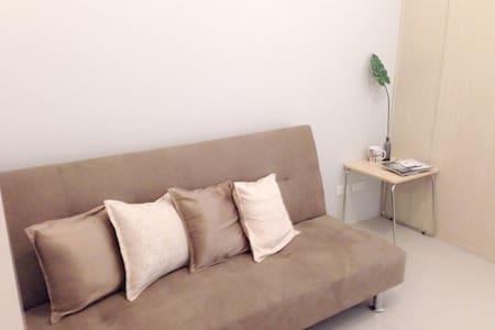 Clean & Cozy Condo with Wifi/Cable - Quezon City