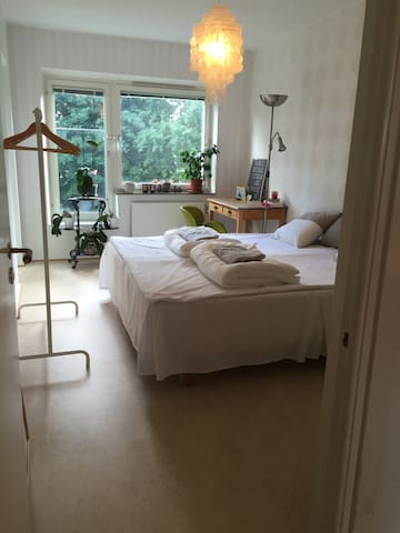 Light, family-friendly 3rd close to town! - Gothenburg - Daire