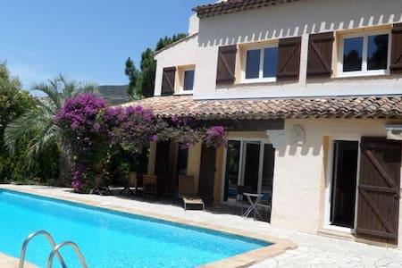 Superbe villa provençale 4 ch, piscine, 1 km plage - Roquebrune-sur-Argens - Hus