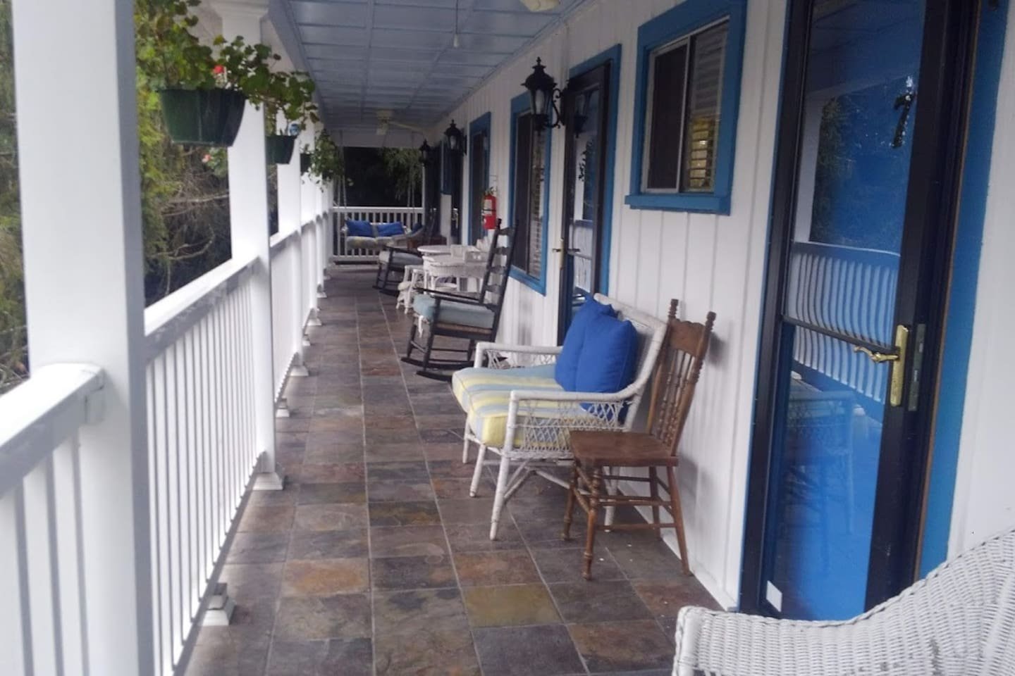 Historical inn located in the heart of Brevard 8a