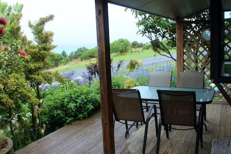 Barnacle Bills Cosy Cottage with Ocean View - Bungalow