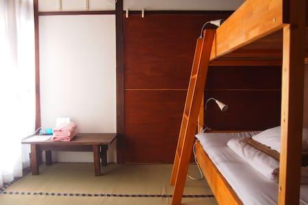 3 minutes walk from JR Nara. Small private room. - Nara-shi - 独立屋