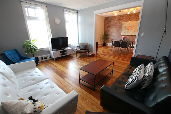 Queen St Suites executive loft unit #1