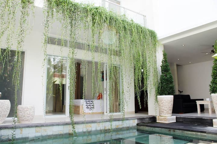Superb Location Villa 3 Bedrooms in Legian - Kuta - Villa