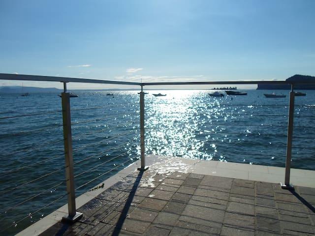 B&B (il volto del lago ) room 4 beds - San Felice del Benaco - Bed & Breakfast