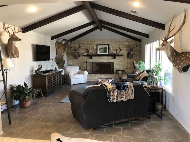 1 OAK Ranch house on 150 acres in Harper, TX