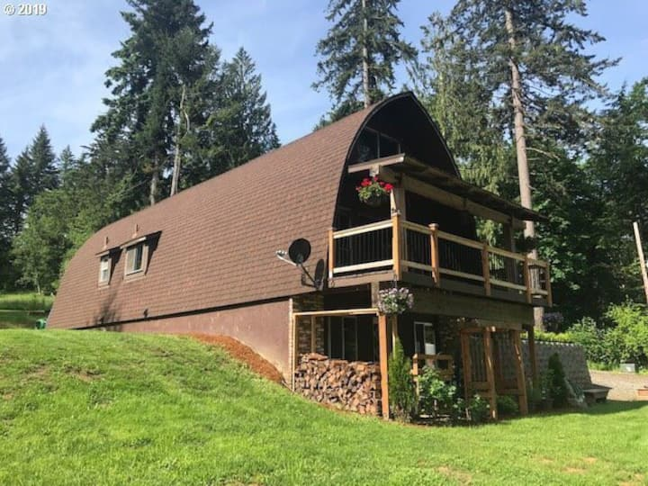 Greenleaf Cottage - 25 miles West of Mt. Hood