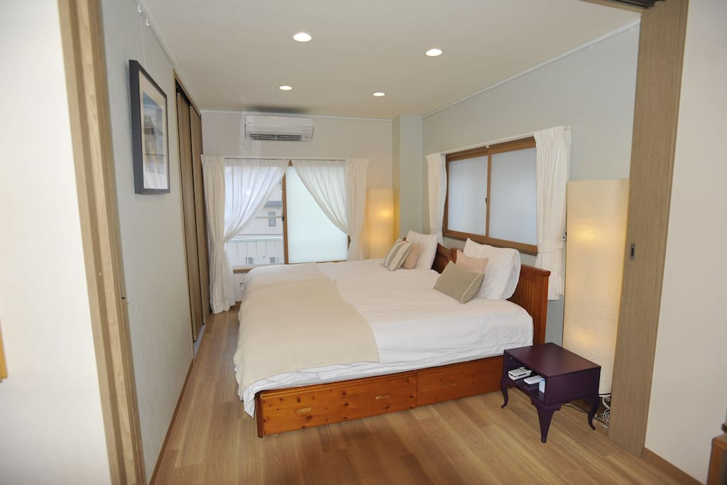 Bedroom with 2 Semi-double beds