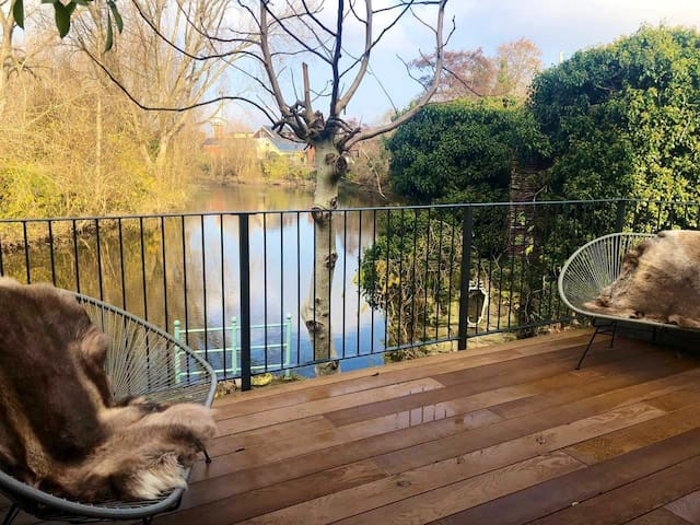 Double ensuite Rather Special Riverside Townhouse