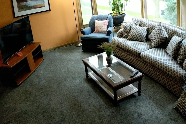 Superior Comfort & Great Location at Mu's Place