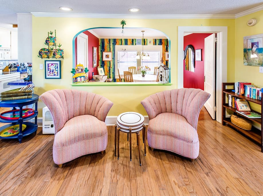 Adorable Cottage- Cool Wing Chairs!