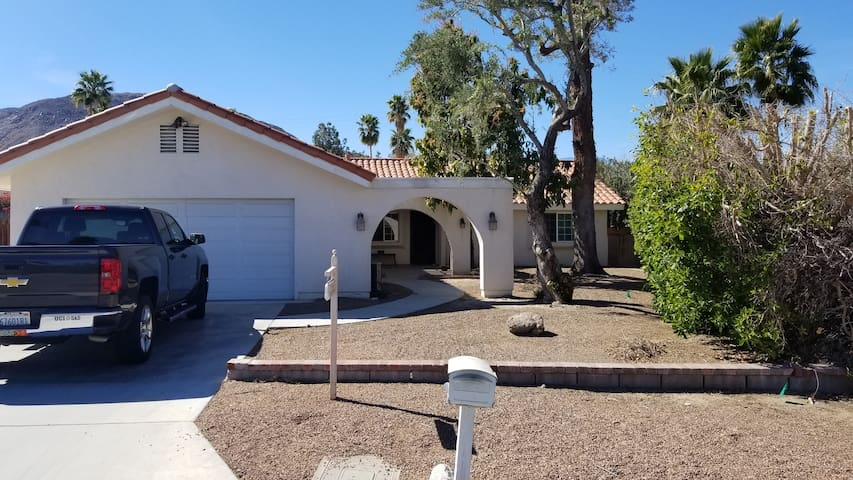 Room for rent in GREAT Palm Desert location