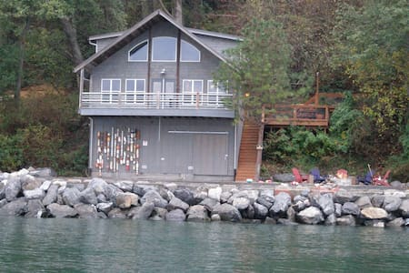 Ocean-Front House w/Private Beach! - Lummi Island