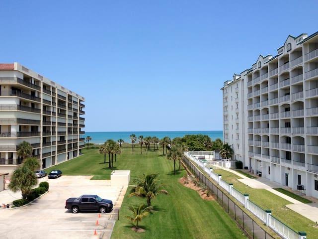 ⚡Beachside Condo with Direct Beach Access
