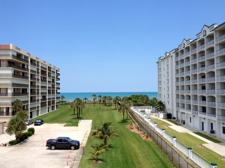 ⚡Beachside Condo with Direct Beach Access