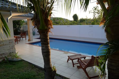 Close to beach. Quiet House-pool-garden. - Samroiyod - Villa