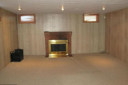 Private basement suite with separate entrance - Towson - Hus