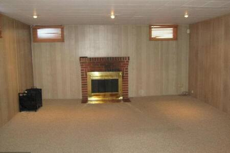 Private basement suite with separate entrance - Towson - Casa