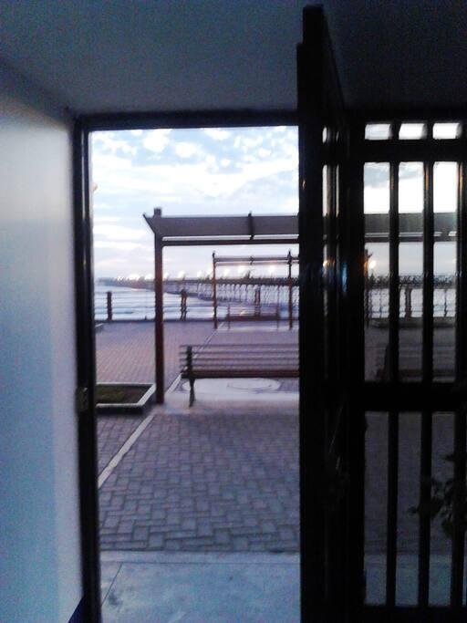 Puerta de salida a la playa.