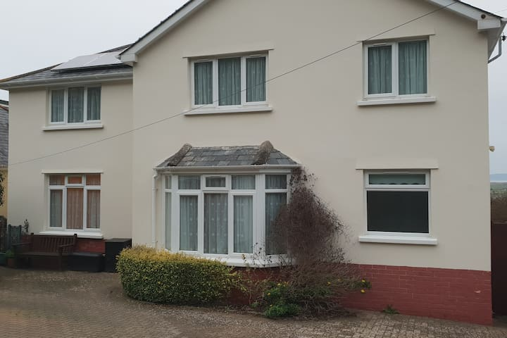 Spacious House in Westward Ho! With sea views!