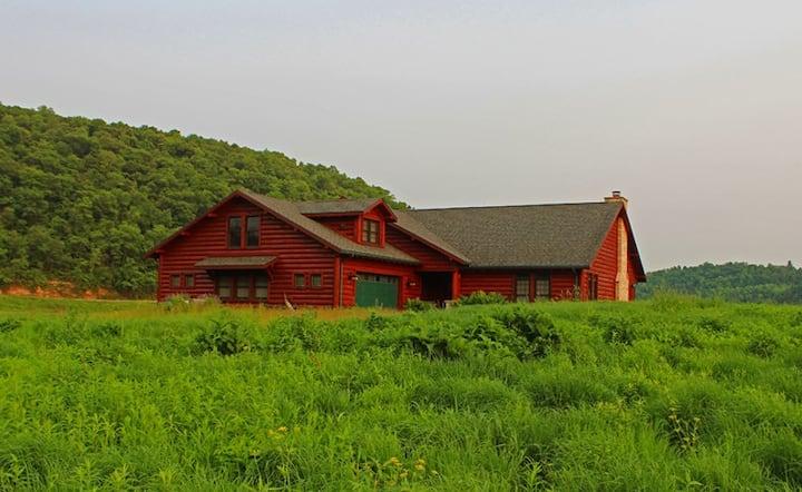 Prairie Song Farm - Trout fish, hike, unwind!