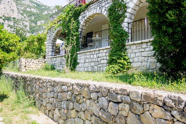 Appartement indépendant dans une villa provençale