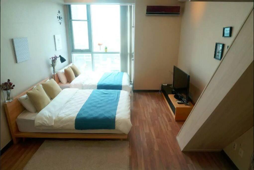 2 Queen size beds in the Lower floor