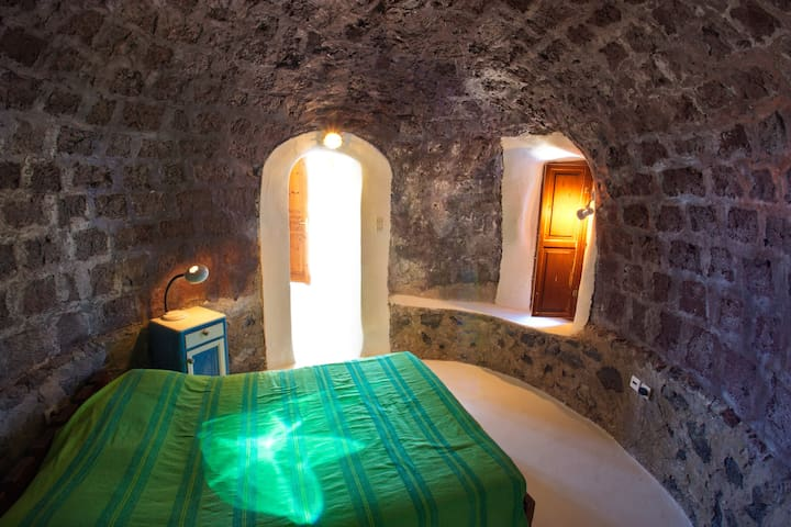 300 yr old Restored Guest House - Thira - Hus
