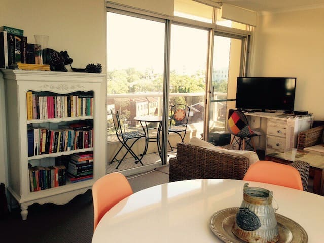 Charming flat with harbour view - Cremorne - Wohnung