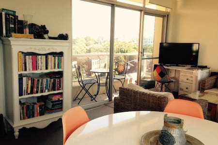 Charming flat with harbour view - Cremorne - Lägenhet