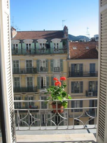 joli petit studio centre Nice