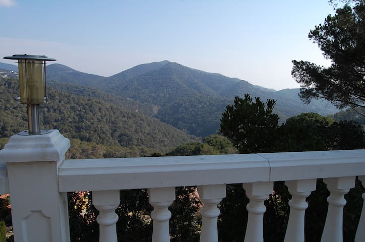 Garden house + sea & mountain views - Sant Cebrià de Vallalta - Chalet