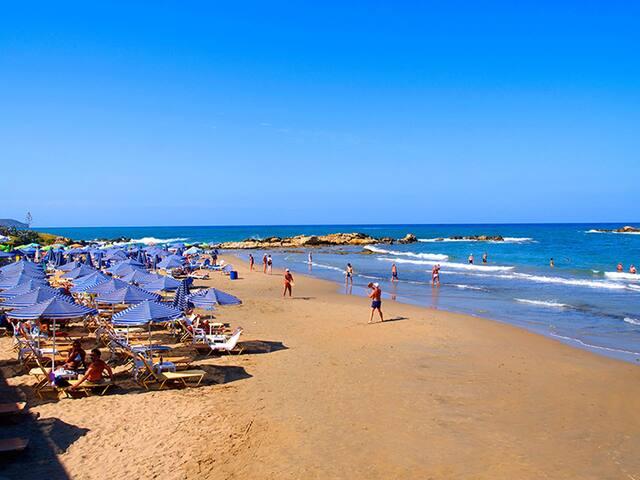 The beach of Kalamaki, 1km from the villa