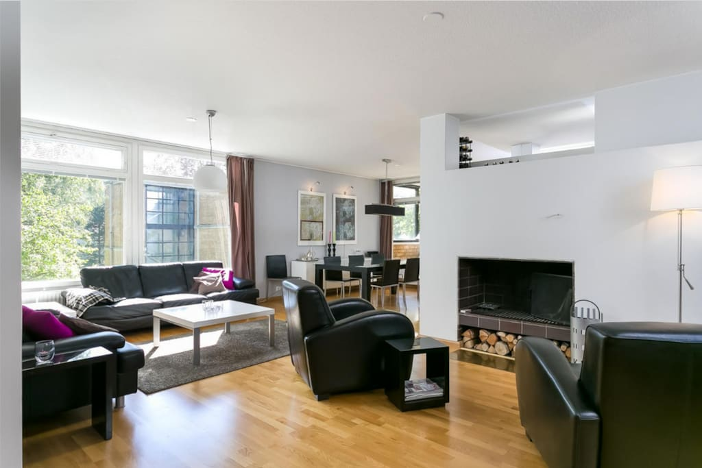 Open plan, fire place next to the living room