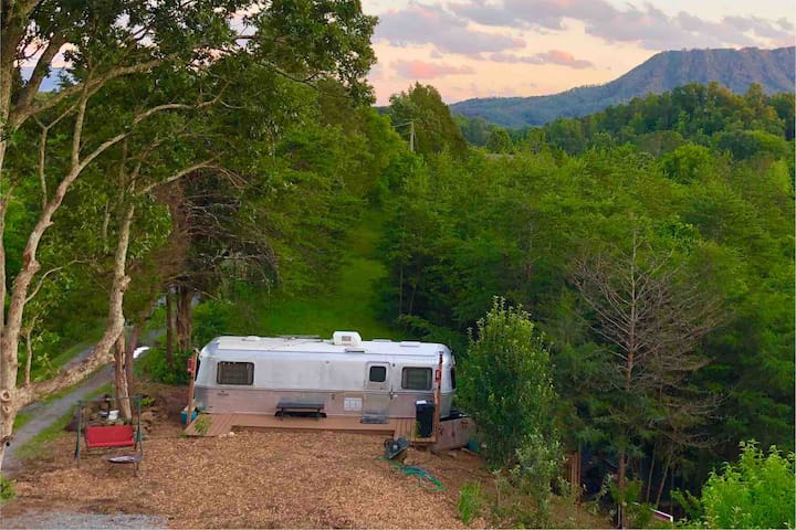 Mountain View RV Glamping