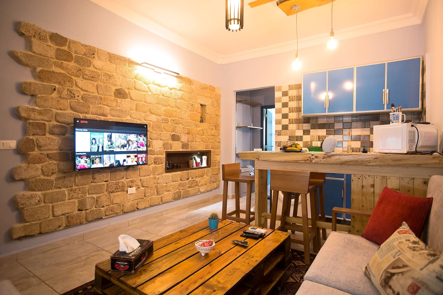 Living room along with a full equipped kitchen bar just next to you. Enjoy making your meal :)  Accessed with a stove, a microwave, an electric kettle, a washing machine, a Bluetooth speaker and all kitchen utensils needed.
