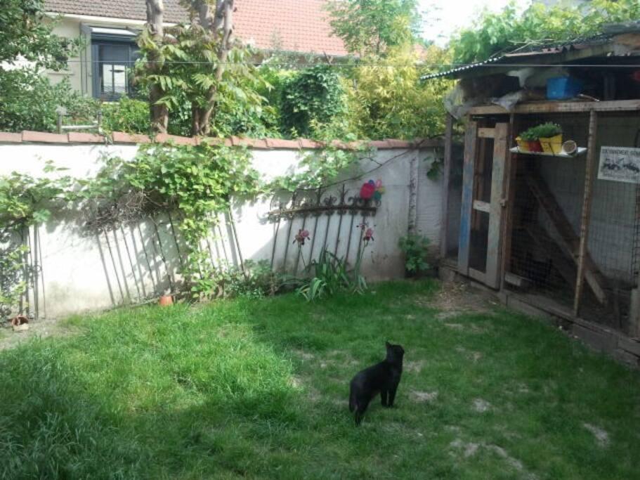 Cosy house with garden near stade de france metro for 9 jardin fatima bedar saint denis