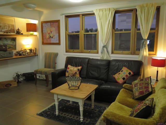 2 B/R Apartment, great location, close Shops & CBD - Kelvin Grove - Apartemen