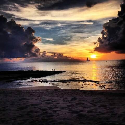 Oceanfront 2bed 2bath Condo Seven Mile Beach