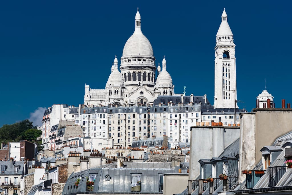 Sightseeing from our bedroom/ Vue de notre chambre