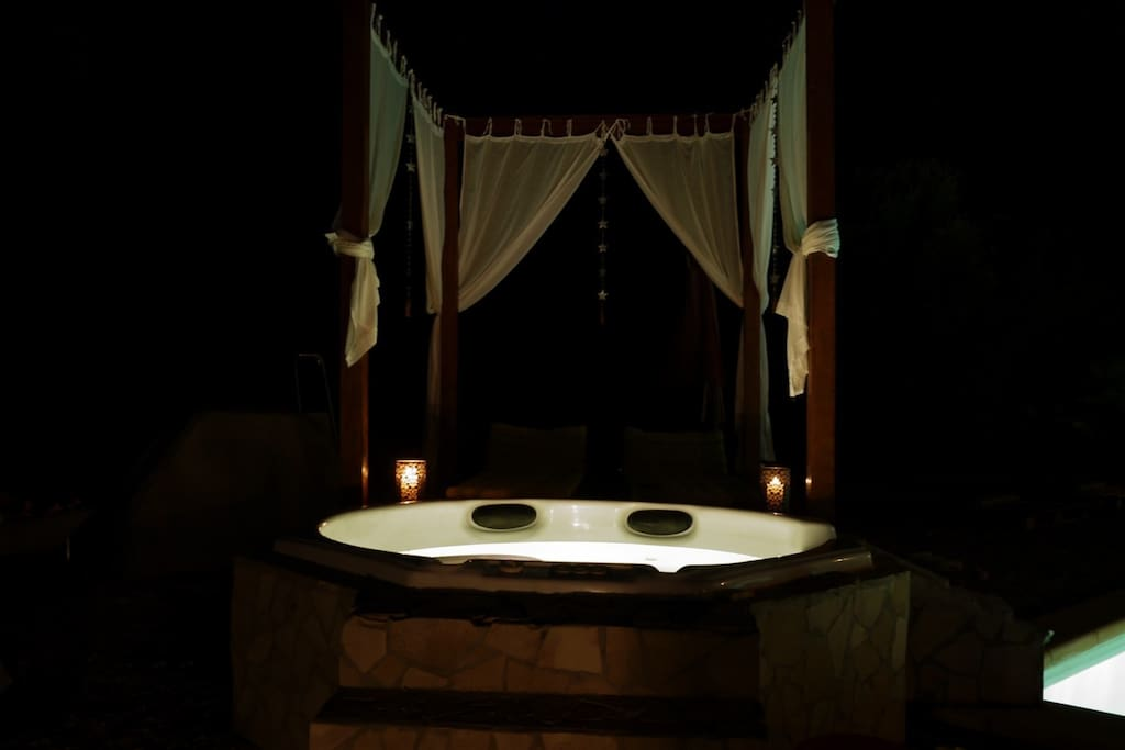 Jacuzzi by night...