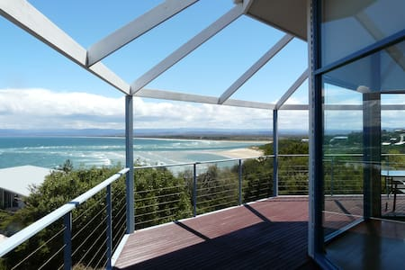 Ocean views ~ Open plan living. - Coles Bay - 独立屋