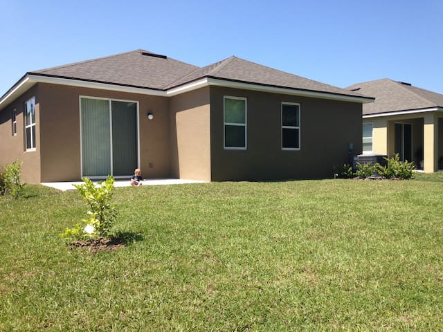 1 BD in brand new home off us 1 - St Augustine - Huis