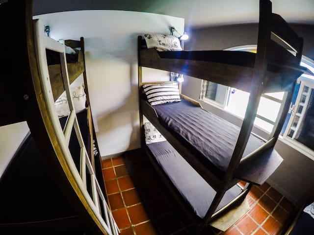 World Hostel Canasvieiras Quarto Masc. 9 camas