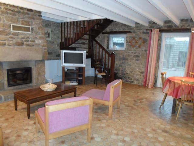 maison bretonne avec jardin - Plounévez-Lochrist - Dům