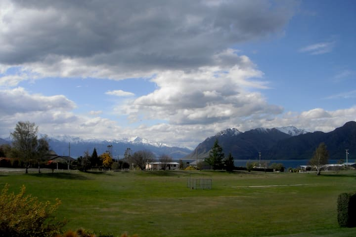 Delightful Detached Apartment with full facilities - Lake Hawea
