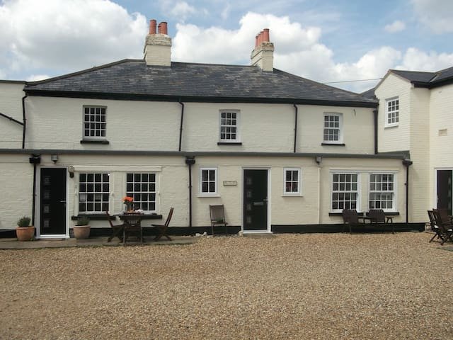 Whitehouse Cottage Great Paxton, St Neots
