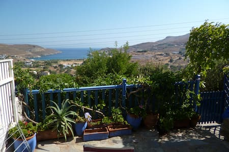 Charming cottage with sea view - Otzias